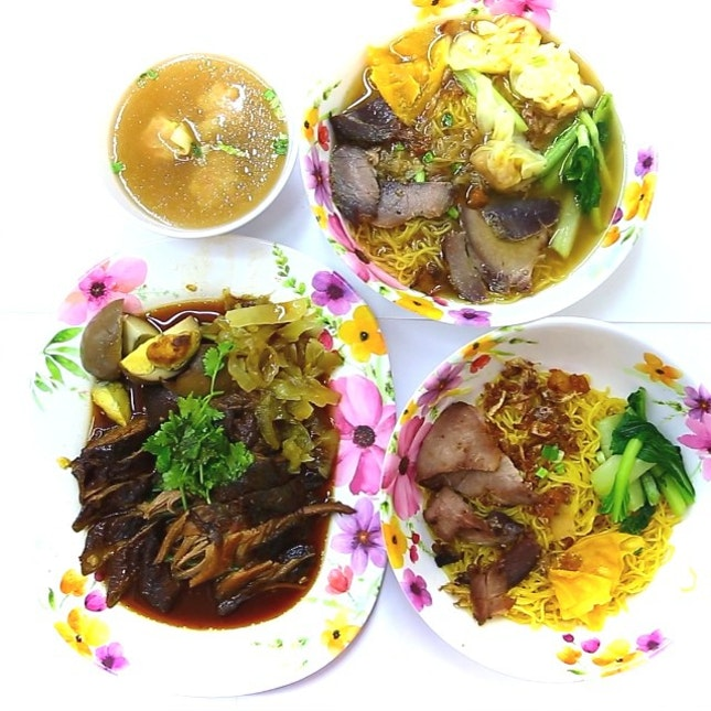 New Thai style wanton noodles & pig trotters shop in Singapore.