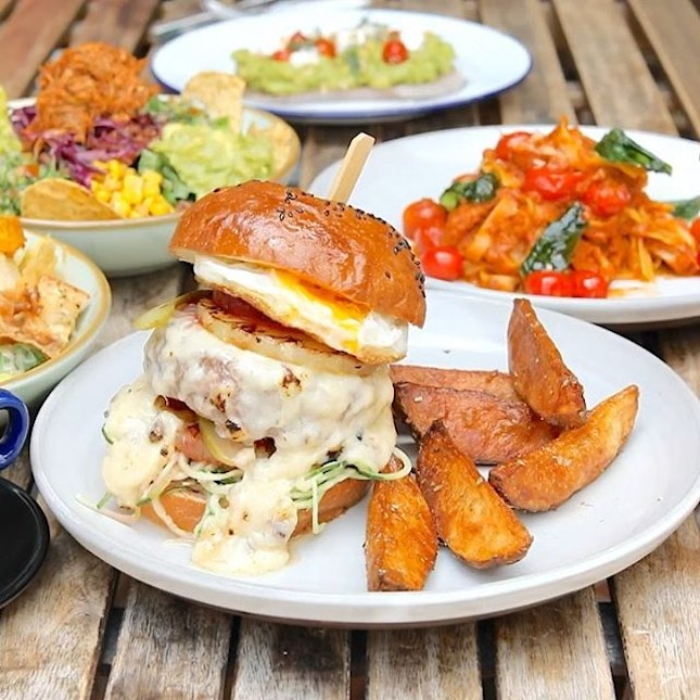 1-for-1 Mains at the popular CBD cafe Sarnies @sarnies.sg  Sarnies, named after a slang for sandwich 'sarnies', is a bustling café in the CBD serving hearty breakfasts, massive salads, homemade bakery treats, coffee, and of course, sandwiches.