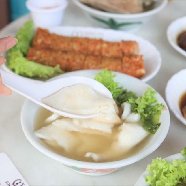Sliced Fish Soup in that peppery bak kut teh broth.