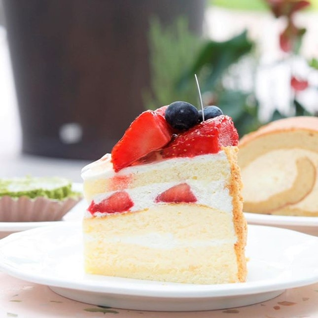 Gorgeous cake cafes have always enjoyed popularity in Singapore, and we are starting to see more opening up in the heartlands.