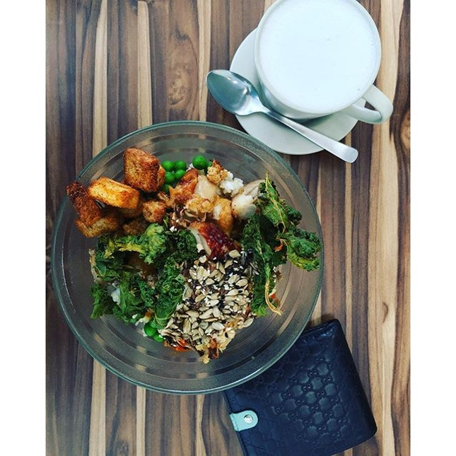 Healthy yummy food 😋  #SunnySingapore #Healthy #Food #Foodgasm #DasLebenDesLeiters #DasLebenDesUnternehmers #LifeOfAManager #LifeOfAnEntrepreneur #Influencer #Blogger #Kale #Foodgasm #Burrple