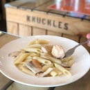 <🇩🇪> Lasse das Verhalten anderer nicht deinen inneren stören <🇬🇧> Do not let others behaviour disturb your inner peace • 🍝: Salmon & Shitake Cream Penne - S$10 📍: Knuckles Bistro, Singapore