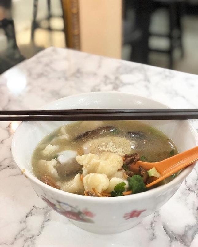<🇮🇩> Waktunya nyam nyam dulu <🇬🇧> Time to nom nom • 🍜: Mee Hoon Kueh - S$4.00 📍: Nam Kee Bao, Singapore