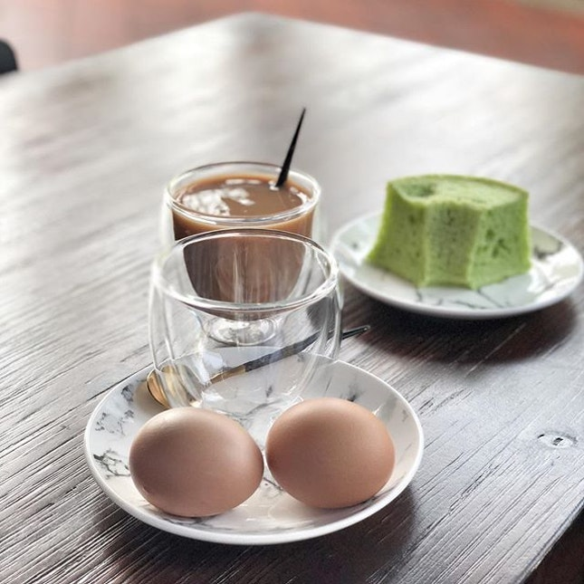 <🇩🇪> Frühstück ist immer herrlich <🇬🇧> Breakfast is always enjoyable • 🥚🍰☕️: Breakfast set with Pandan cake - S$4.80 📍: @cafe4yousg Singapore