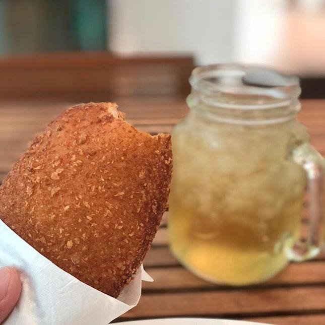 <🇨🇳> 善欲人見,並非真善 <🇬🇧> The act of virtue that wants to be known by others is not true virtue • 🍘: Curry Bread - S$3 🍹: Ice Mint Tea - S$4.8 📍: @asanoyasg Singapore