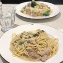 <🇫🇷> Quand il me prend dans ses bras,Il me parle tout bas,Je vois la vie en rose <🇬🇧> When he takes me in his arms,and speaks to me softly,I see the world through rose-colored glasses • 🍝: Chicken & Avocado Cream Sauce Pasta - S$13.80 📍: @pastariaabateitalian Singapore