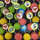 Superman Macaron Pop!🍭 #macaron #macaronpop #lollipop #dessert #sweets #pastry #chef #foodpic #foodporn #instapic #instafood #foodforsoul #superman #superhero