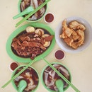 10.01.2015 \\ Super long queue for this kway chap (minimum wait 20 minutes, $16.50 for 3 portion) and $2 fried fish at lor mee stall is my kind of local brunch.