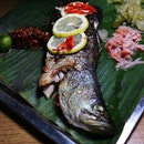 Where can you get fish that's fresh off from the kelong and still swimming in the tank before going to the grill?
