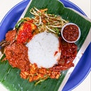 Another hidden gem in the Bedok South Market & Food Centre is this stall that specializes in nasi ambeng, a Javanese communal style of eating with a platter of rice and many accompanying ingredients such as beef rendang, chilli cuttlefish, sambal goring and chilli brinjal.