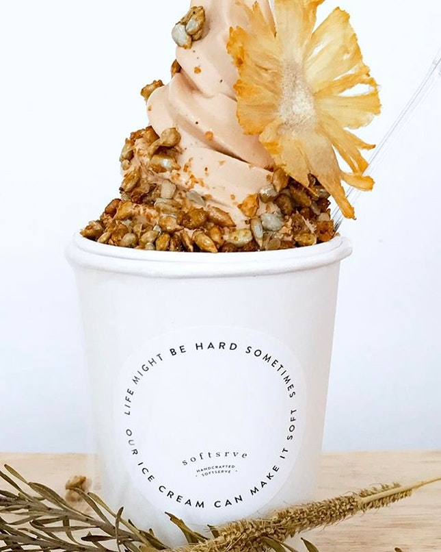 Brighten up your day with this Sunflower parfait which comes with an earl grey lavender softserve base with caramelized sunflower seeds, topped with a dried pineapple flower.