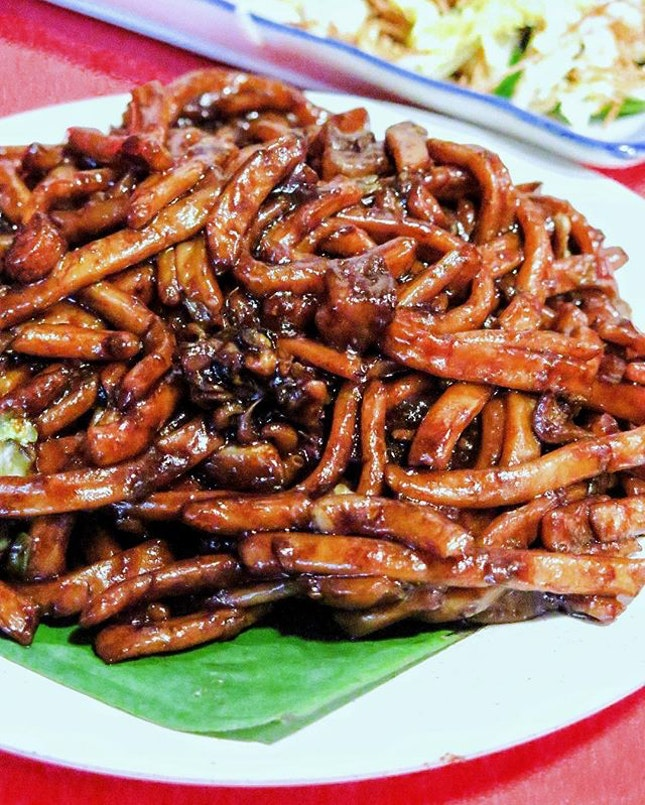 The quintessential iconic KL street food, the KL Hokkien Mee and what better than the famous stall along Petaling Street.