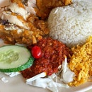Revisited a favourite today and it's none other than the Nasi Ayam Penyet ($5) at Seah Im Food Centre.