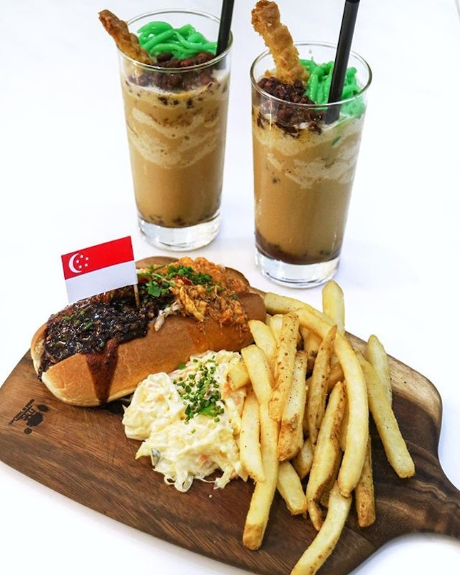 To commemorate our nation's 53rd birthday, d'Good Cafe will be paying homage to two of our iconic local delicacies with the upcoming launch of the Bun Bun Crab Duo ($19) and Kopi Chendol ($8.50) from 1-31 Aug.