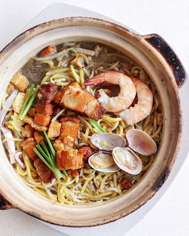 This was the rage a few years back and almost every other day I would see a post on this claypot hokkien mee.