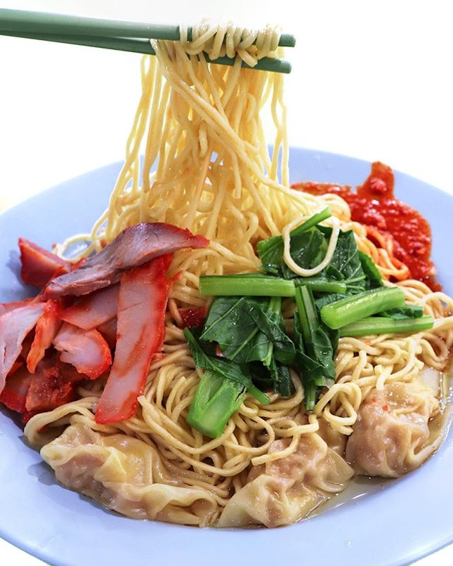 """This stall was branded """"Food King Good"""" by the NOC team and whilst tastebuds are subjective, I don't think it was that great except the al dente egg noodles and fiery chilli sauce."""