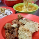 As you approach Restoran Yap Hup Kee, you will be greeted with an entire array of yong tau foo which you can pick and pair with their signature chee cheong fun or curry noodles.