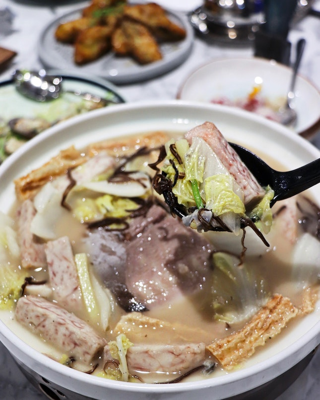 Kai Duck is a new Cantonese casual dining concept by Kai Garden and the restaurant opened its doors to diners recently at Ngee Ann City.