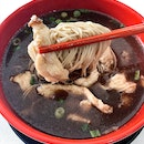 Famed for their mee sua in the black chicken herbal soup, this is one place that is a crowd favourite be it during lunchtime, dinner or supper.