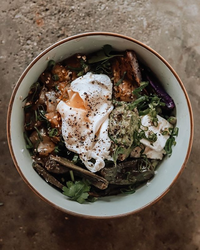 This time last week, I was having one of the amazing salad bowls from Sideways and ever since then I've been thinking about it.