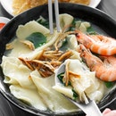 One of the popular handmade noodles in Singapore and how they are differentiated with the other regular ban mian/mee hoon kueh is that they serve their noodles in a clear soup, with no egg beaten into it and uses the mani chye vegetables to give it a sweetness in the broth.