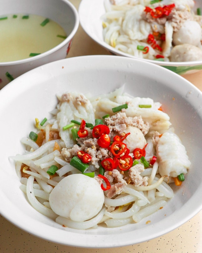 The hawkerhopping journey to the West is not complete without first having Ah Hua Teochew Fishball Noodle.