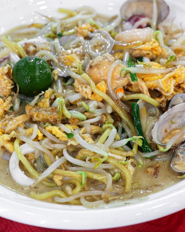 When you think of Penang food, you will reminisce of all the awesome street food that you can get from almost every corner of the road.