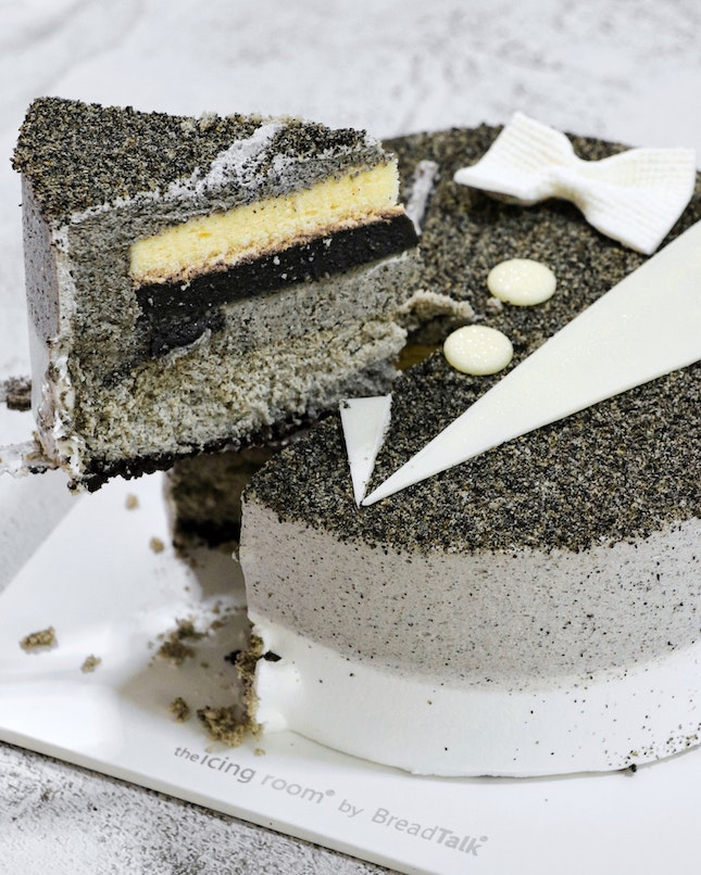 For Father's Day this year, BreadTalk has launched two cakes namely the Chocolate Papamint ($38.80) and Super Dad ($38.80) that will be available at all retail outlets and their online store (link below) till 20 June.