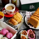 Enjoy an afternoon tea with contemporary snacks from @thehainanstory, paying homage to traditional items but with improved flavours.