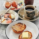 """An old school institution in the original """"East Coast Plan"""", @chinmeechin.sg is back and has reopened its doors to welcome diners with their renowned breakfast set, breads and pastries."""