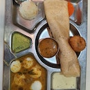 Mini Tiffin 1 Vada & Tea $11.50