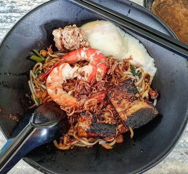prawn noodles dry w/ sous vide egg 👍🏻 23.5.19 #foodporn #sgfoodporn #foodsg #sgfoodies #instafood #foodstagram #vscofood #burpple #hungrygowhere #hawkerfood #hawkercentre