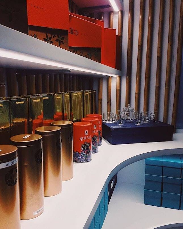 ⠀ Shop aesthetics 💯⠀ Love the display of tea they have - you can open them up and smell all dat real tea goodness 👃🏻🌀⠀ (Which is a smart way of marketing their products, by engaging potential customers through another one of their senses - smell!