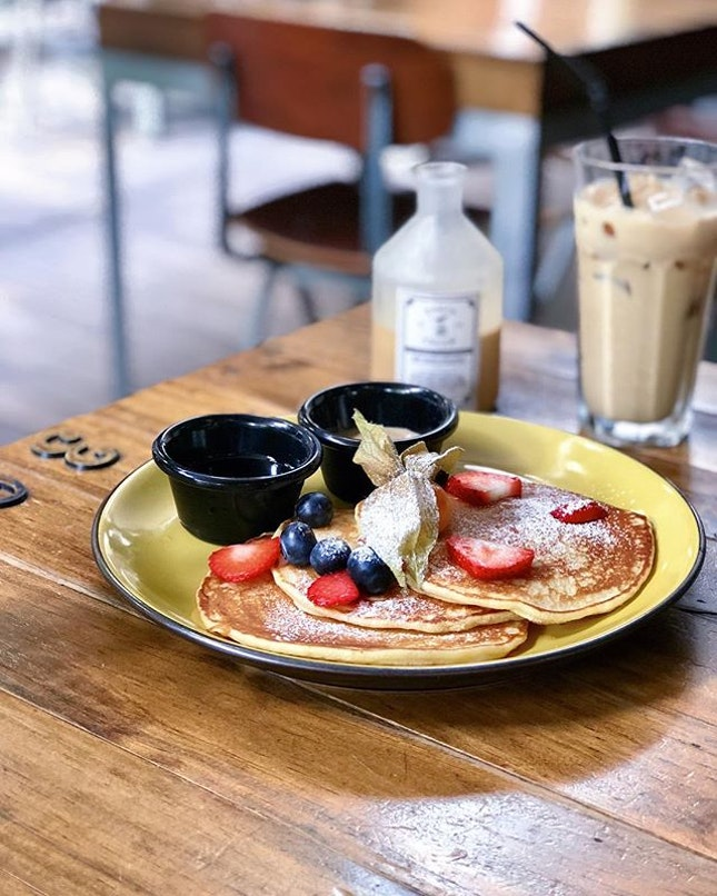 Espresso Pancakes @oriolecoffee Simple fluffy pancakes with a choice of espresso cream/maple syrup at the side and topped with fruits.