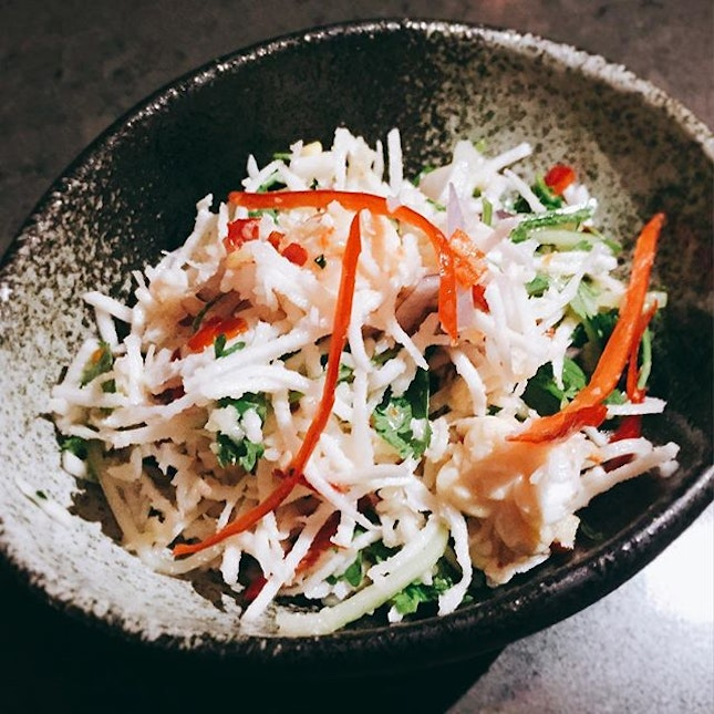 Marinated prawn salad, grated coconut