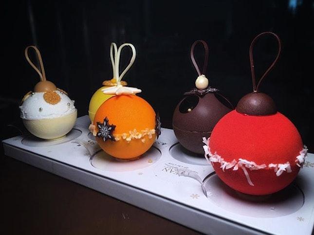 RWS Celebrity Festive Ornament Cakes
