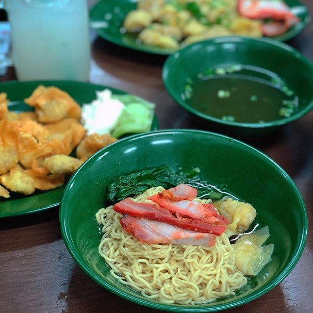 Was confused which was the OG wanton mee bc thr were 2 Eng's just opp each other but an east buddy told me to look out for the green bowls