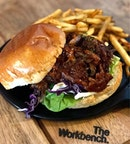 Pulled pork burger and fries (really salty but that's not necessarily a bad thing😏)!