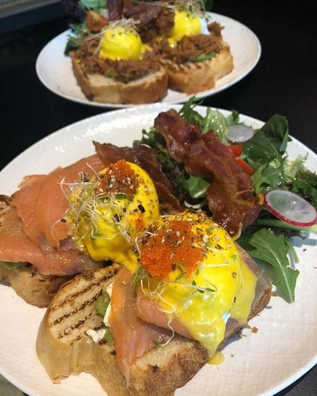 🤤 Smoked Salmon & Pulled pork eggs Benedict.
