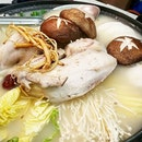 So, i downloaded the @seoulyummy app, and there r some preloaded discount vouchers for redemption; tried the double double 🎟 Wangbi pot, chicken frolicking in ginseng porridge with glass noodled within, stacked on sliced daikon, napa cabbage, golden mushrooms, shitake dates & spring onions.