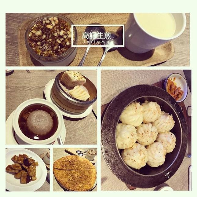 #甜食控發作 #終於過了星期三 #舌尖上的美食 #必嚐 #生煎包 #上海甜點 #上海菜 #增肥的節奏 🥢 #thereal #localtaste #sweettooth #cravingfixed #chinesepastries #shanghaicuisine #whatthelocalseat #wherethelocalsgo #fatdieme #instafood #foodporn #foodlover #burpple #instatravel #高記生煎 #gaojishengjian #shanghai #china #felzfooddiary #felztravelfootprint2018 #felzworktrip #cn