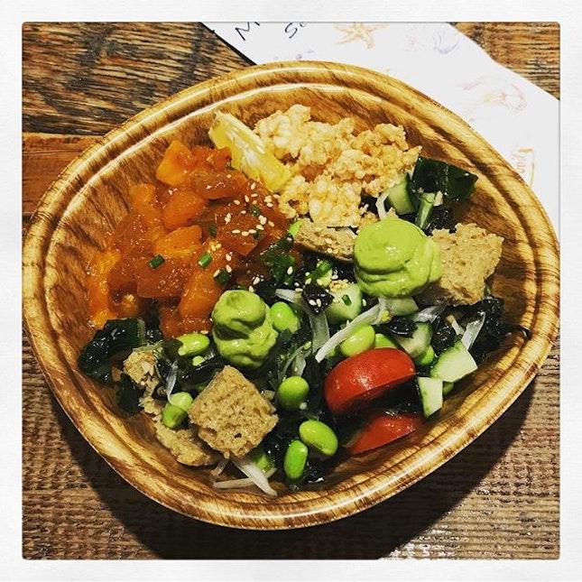 #happtfood for #happyfriday #colourful #tunasalmon #pokebowl to #wrapup the #hecticweek #eatfresh #eatgreen #eathealthy 🥙 #finallyfriday #friyay #tgif 🤟🏻 #instafood #foodporn #foodlover #burpple #instatravel #moosan #k11 #shanghai #china #felzfooddiary #felztravelfootprint2018 #felzworktrip #cn
