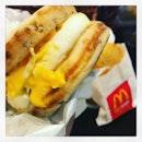 #theraveisback #mcgriddle #sausageeggandcheese #hotcakesyrup #mcmuffin #hashbrown #mcdonaldsbreakfast #yum #tgif 🍔 #instafood #foodporn #foodlover #burpple #instabreakfast #everyoneisfoodie #trendsspotting #whatwedoatwork #mcdonalds #mcdsg #felzfooddiary
