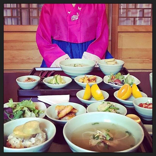 #joeunachimimnida ☀️ #traditionalkoreanbreakfast #served #inthehouse #koreantraditionalfood #koreancuisine #yummilicious 🥢 #instafood #foodporn #foodlover #burpple #instalongweekend #instatravel #清緣齋 #cheongyeonjae #hanokguesthouse #seoul #southkorea #felzfooddiary #felztravelfootprint2018 #busanseoulday6 #kr