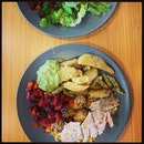 #happylunch w/ #happylunchkaki #tgif #healthy #yetreally #yummilicious #warmsalad #healthydiet #musteat 🥑 #guacamole #cajunspicedtofu #soaddictive #instafood #foodporn #foodlover #burpple #instalunch #avorush #felzfooddiary