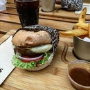 The Crikey Too Burger from @bergsgourmetburgers .