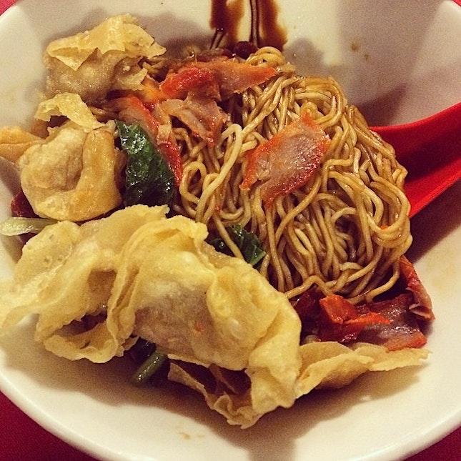 Pardon my late night cravings #pontian #wantonmee #soyasauce #noodles #supper #sgfood #sgfoodies #sgfoodpic #whati8today #burrple #instadailysg #instadaily #instagramsg #foodstagram #foodgasm #food #foodporn #foodpornsg #8dayseat #calorieswellspent