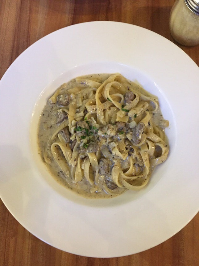 Manzo - Pasta with Beef And Truffle Cream Sauce ($13.50)