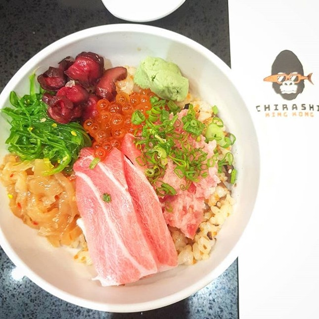 Heaven in a bowl 😍 😋  After Hanare's barachirashi, I haven't had a chirashi that made me crave for it almost immediately after I finished it - until Chirashi King Kong.