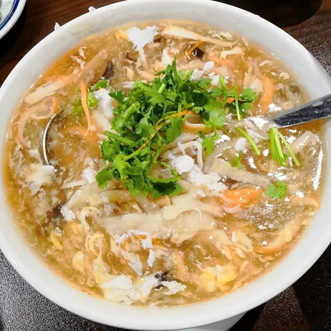 Relax yourself and enjoy homey food with your friends and family @lim_spring_court While you are busy chatting about life, don't forget to feast on their delicious food.🤭 First we had the popular Crab Meat Fish Maw Soup.